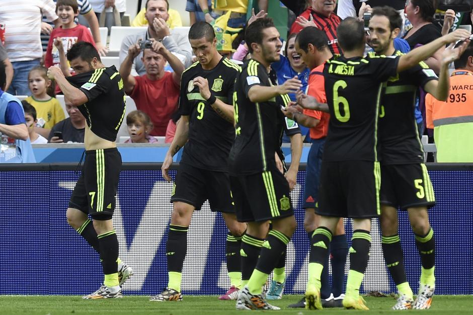 España celebró el gol de Villa que abrió el marcador. (Foto: AFP)