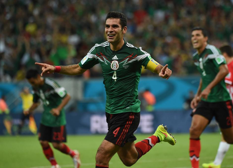 Rafa Márquez abrió el marcador con un cabezazo que no pudo parar Pletikosa. (Foto: AFP)