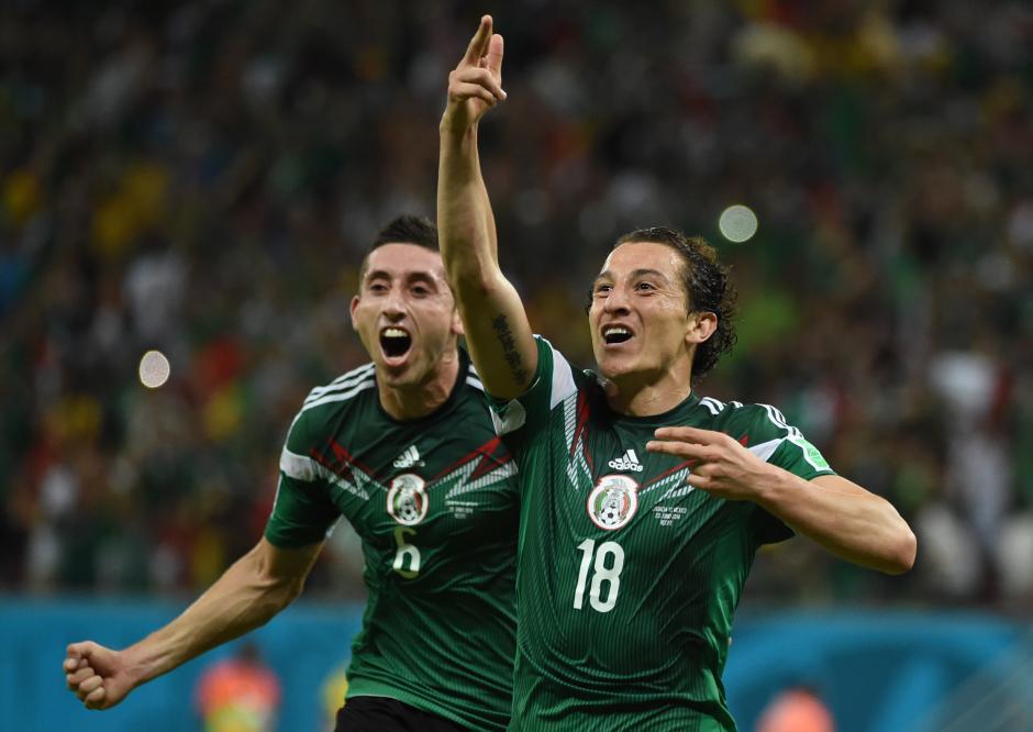 Andrés Guardado aprovechó un pase de Peralta para marcar el 2-0. (Foto: AFP)