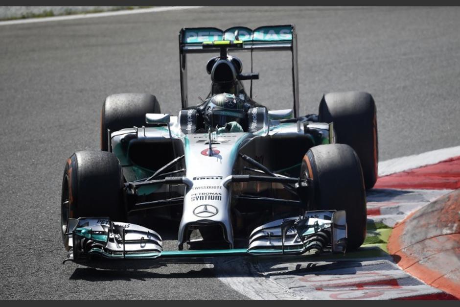 La escudería Mercedes presentó irregularidades en el nivel de presión de las llantas de sus pilotos