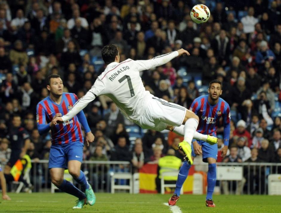 Cristiano Ronaldo suma tres Balones de Oro y es el único jugador activo que está a uno de alcanzar a Messi. (Foto: AFP)
