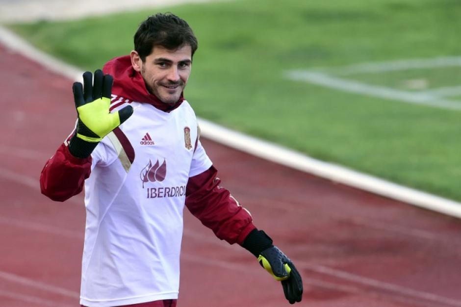 Iker Casillas ya es oficialmente el nuevo guardameta del Oporto de Portugal
