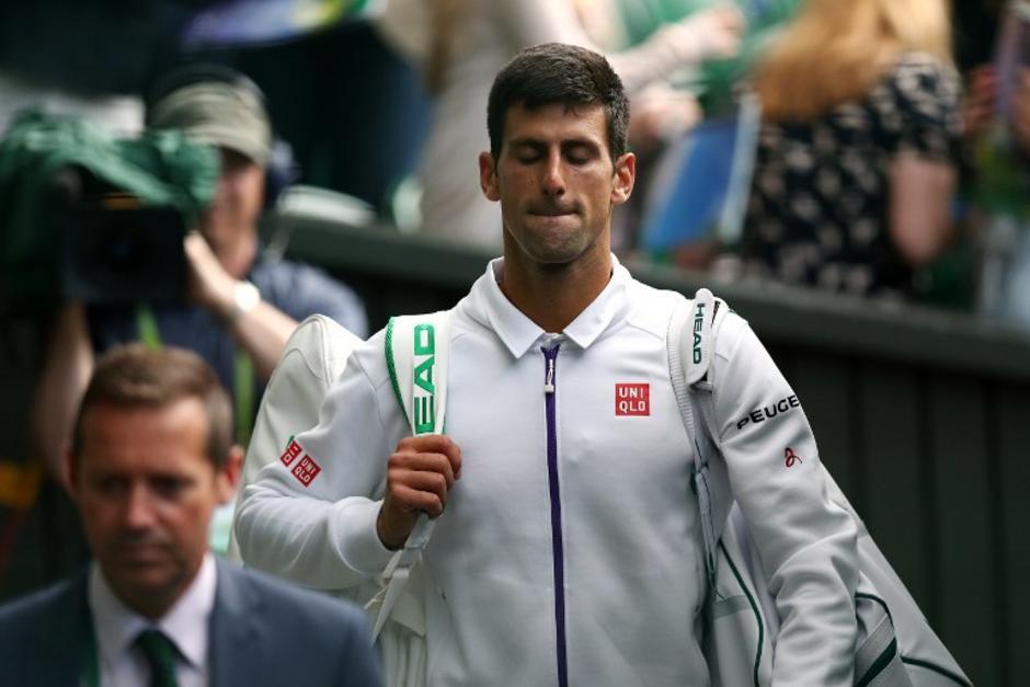 Djokovic, conocido por su buen humor, mostró su ira en contra de una recogebolas durante un juego de Wimbledon