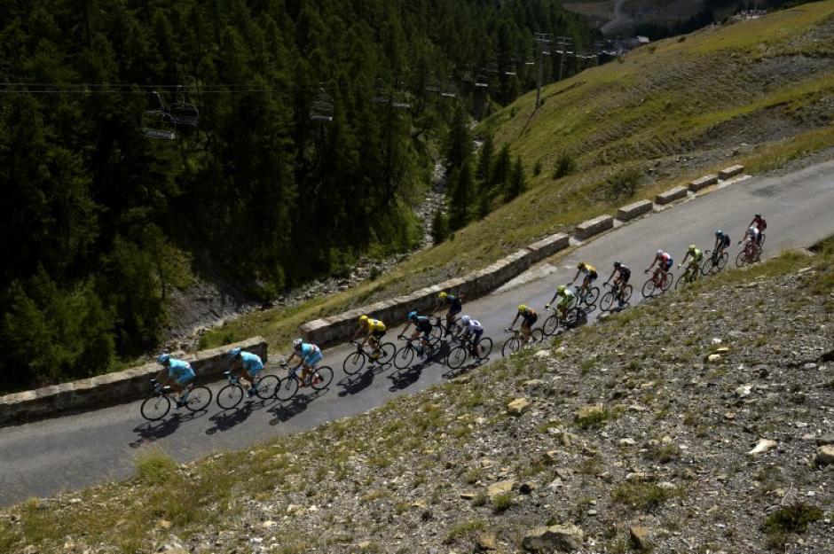 Una postal de la etapa 17 del Tour de France en el primer asalto alpino con final en Pra Loup. (Foto: AFP)