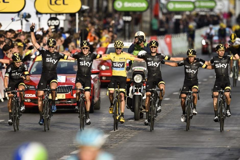 Froome y su equipo Sky, ganadores del Tour de France. (Foto: AFP)