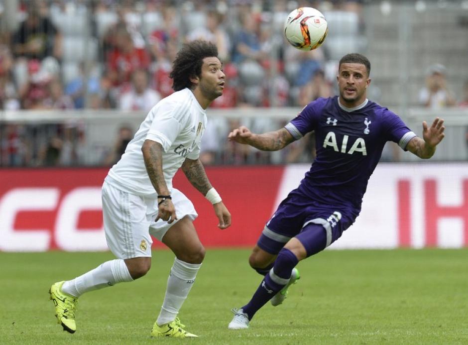 Marcelo busca un balón aéreo en una acción del juego entre el Real Madrid y el Tottenham