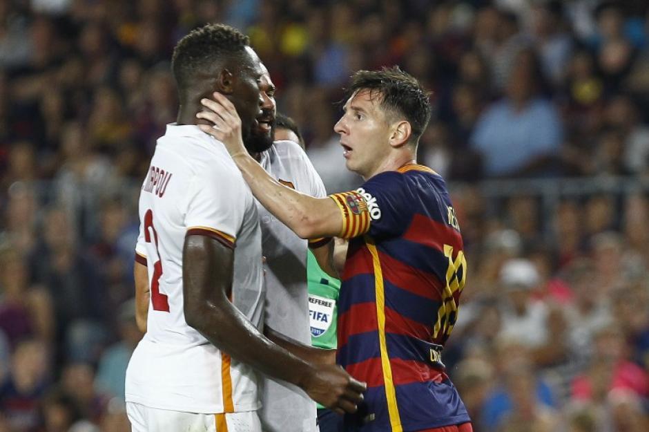 Messi se enfrascó en una riña con Mapou. (Foto: AFP)