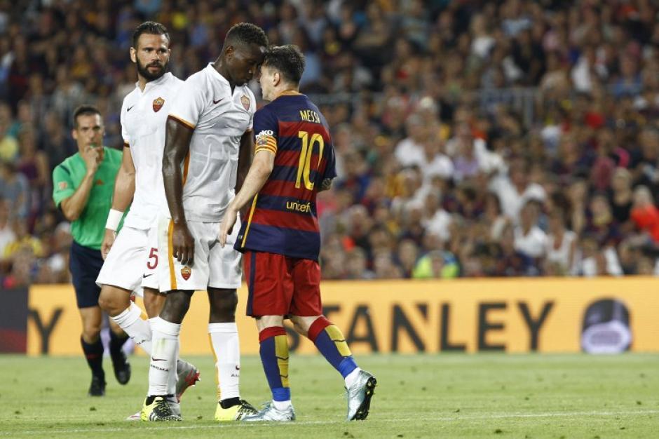 Lionel Messi se salió de sus casillas y le dio un cabezazo a Mapou. (Foto: AFP)