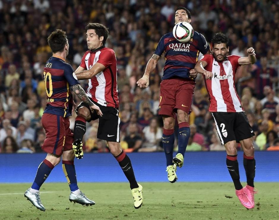 Luis Suárez y Lionel Messi fueron bien marcados durante los 90 minutos, Messi descontó en el primer tiempo pero no les alcanzó. (Foto: AFP)