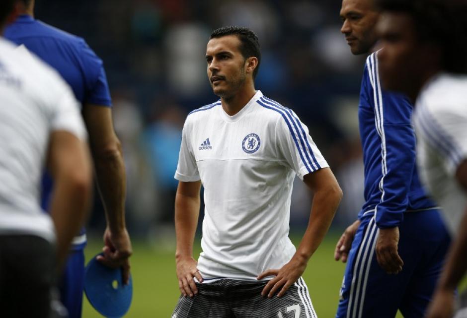 Luego del calentamiento, Pedro salió de titular en su primer juego con el Chelsea de Mourinho. (Foto: AFP)
