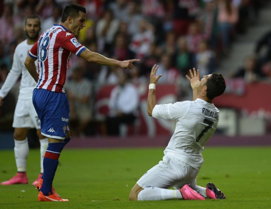 Cristiano Ronaldo se lamenta tras fallar una oportunidad para el Real Madrid