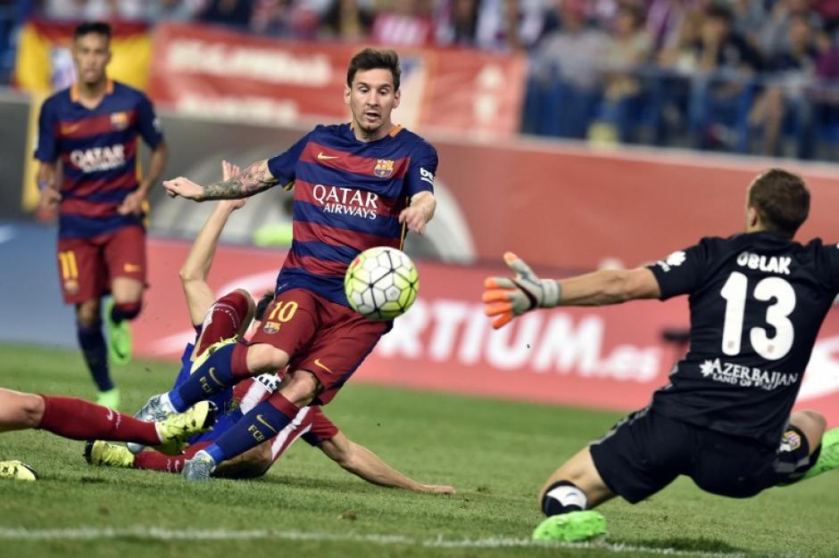 De zurda convirtió Lionel Messi el tanto de la diferencia. La dedicatoria: para Mateo, su segundo hijo, que nació este viernes. (Foto: AFP)