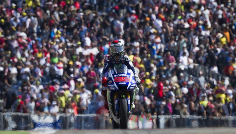 Jorge Lorenzo sobre su Yamaha, él fue el campeón del Gran Premio de Aragón