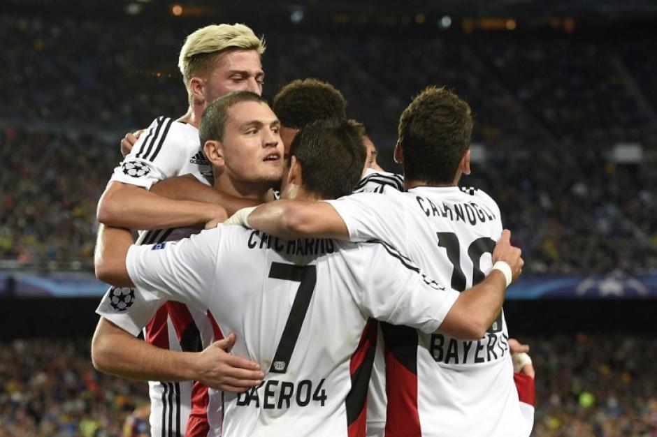 El Leverkusen celebró al minuto 22 el abrir el marcador y ponerse arriba del Barcelona en el Camp Nou. (Foto: AFP)