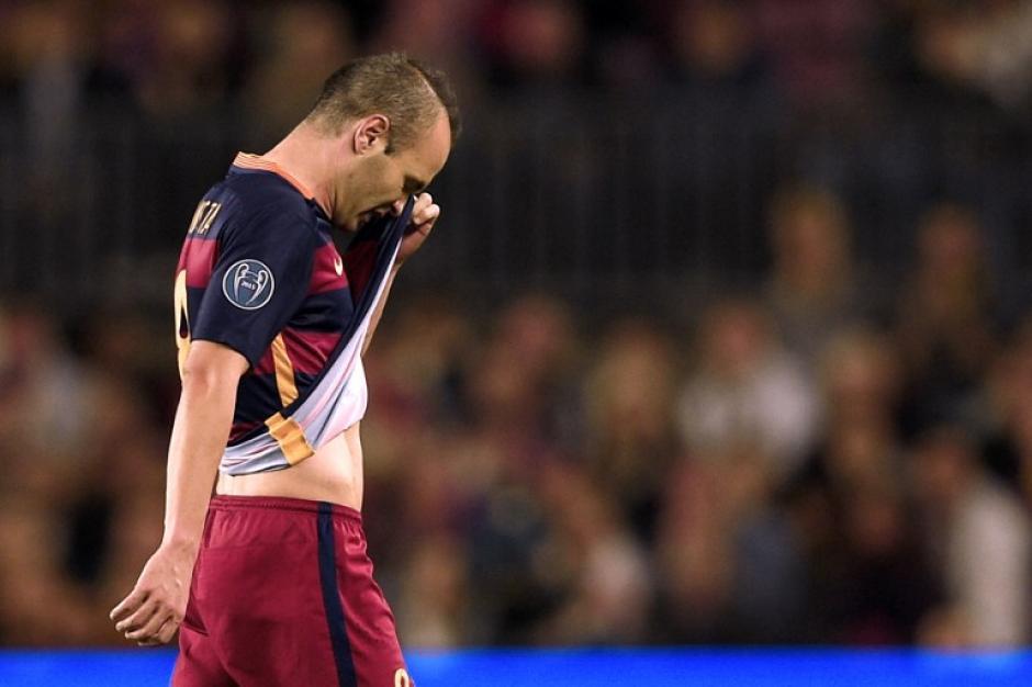 Iniesta estará fuera de toda actividad física durante un par de semanas tras lesionarse en el juego ante el Leverkusen