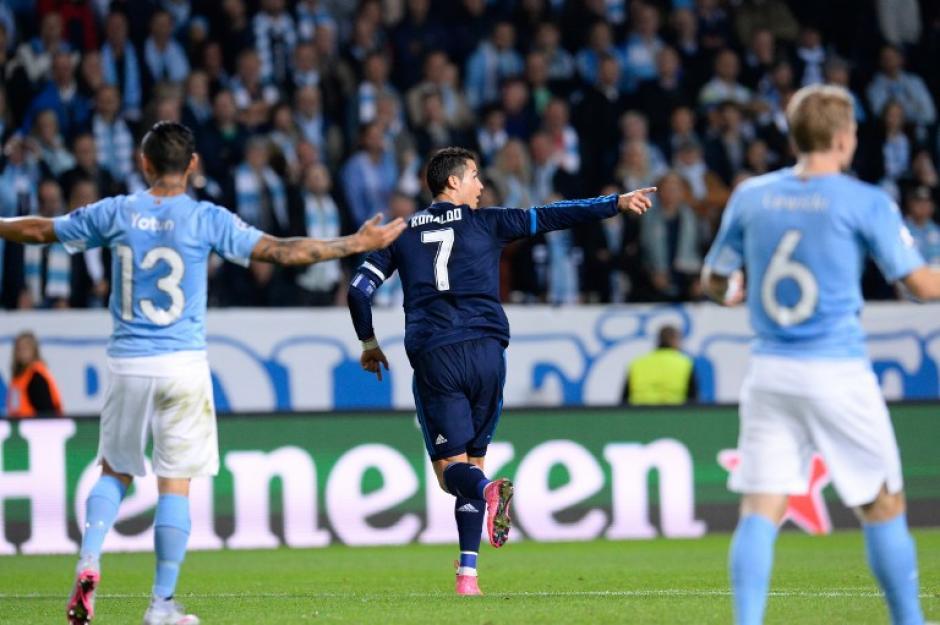 Ronaldo empieza a celebrar tras haber anotado el 1-0 en el minuto 28 de la primera parte en Suecia