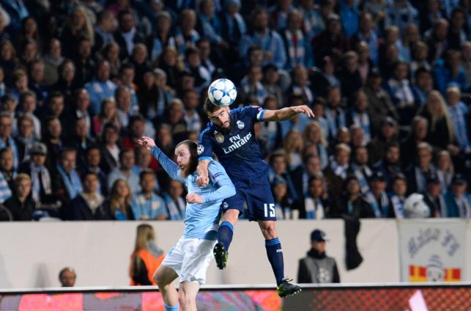El juego aéreo estuvo muy parejo entre el Malmö y el Real Madrid