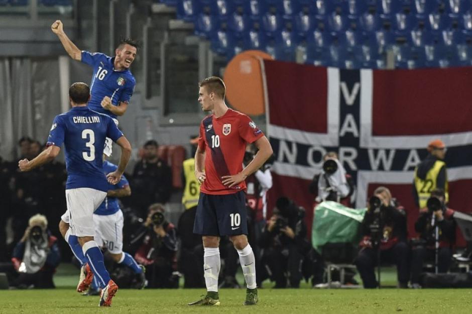 Florenzi celebra tras anotar para Italia ante Noruega