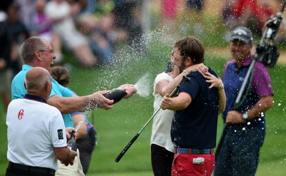 Sullivan es bañado en champaña tras ganar el Masters de Portugal