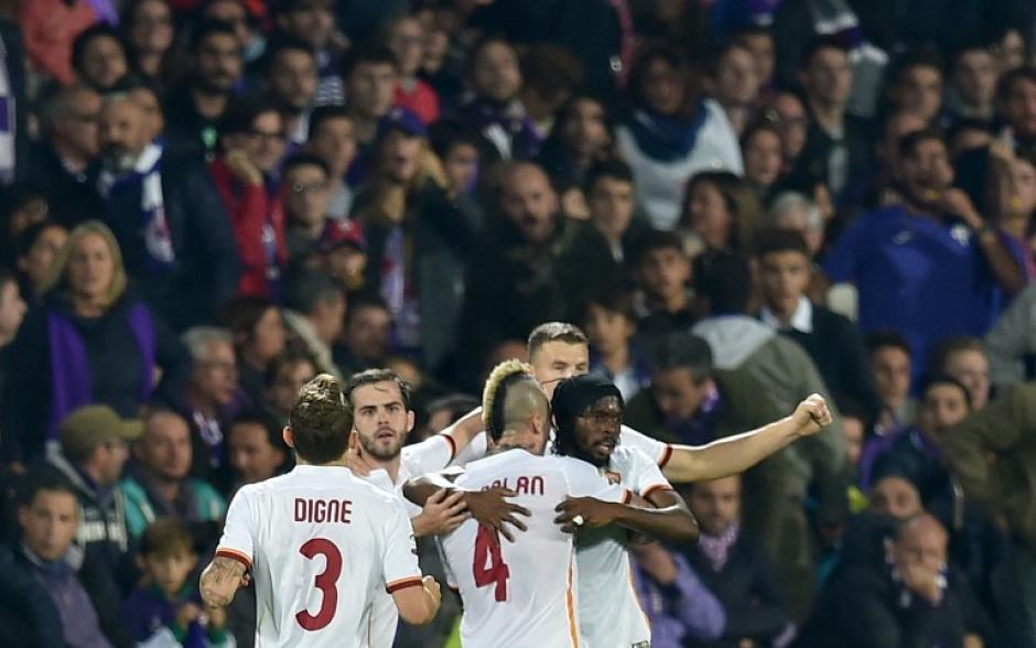 Roma derrotó de visita a Fiorentina y tomó el liderato de la Serie A
