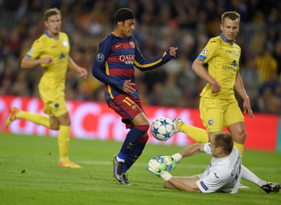 Neymar fue fundamental en el juego y aportó dos goles para que su equipo ganará 3-0 al Bate Borisov, en la jornada de Champions. (Foto: AFP/LLUIS GENE)