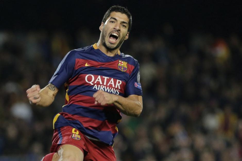 Luis Suárez celebra después de anotar un gol durante el grupos de la UEFA Champions League que el Barça ganó sin contratiempos. (Foto: AFP)