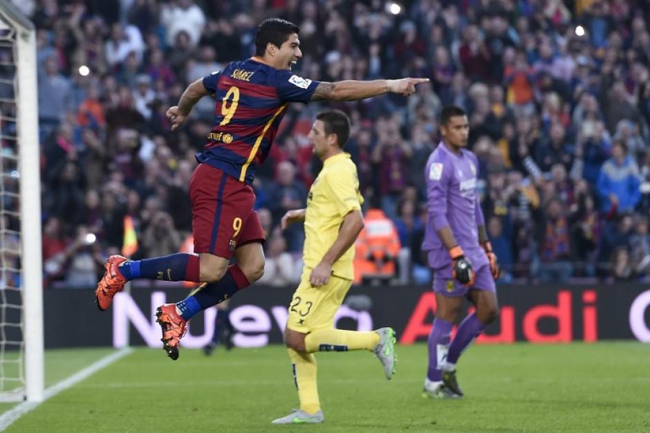 Suárez saltó de la emoción tras anotar de penal el 2-0 para el Barcelona