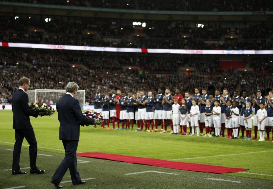 Momento del homenaje a las víctimas de los atentados en Francia. (Foto: AFP)