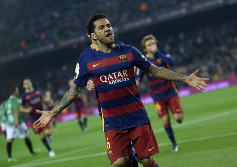 Dani Alves fue uno de los anotadores ante el Villanovense. (Foto: AFP)