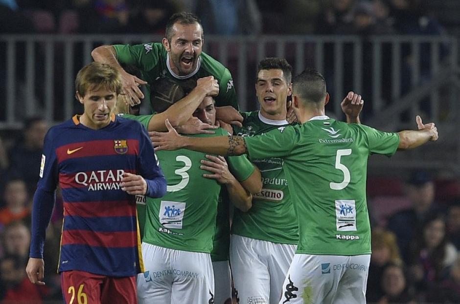El Villanovense festejó el único gol que pudo anotar en el Camp Nou. (Foto: AFP)