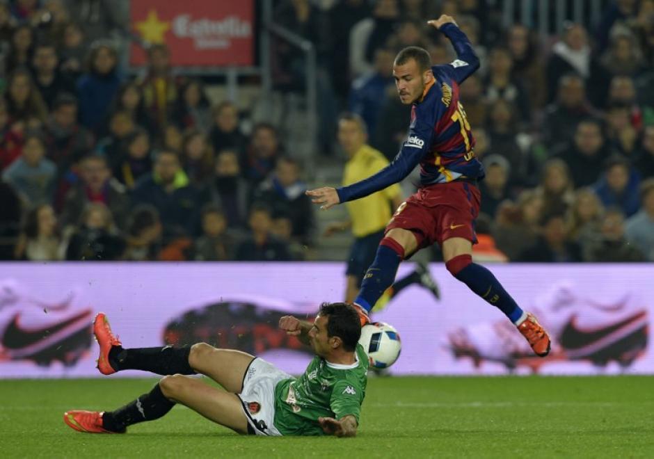 Sandro anotó un triplete en la goleada del Barcelona al Villanovense. (Foto: AFP)