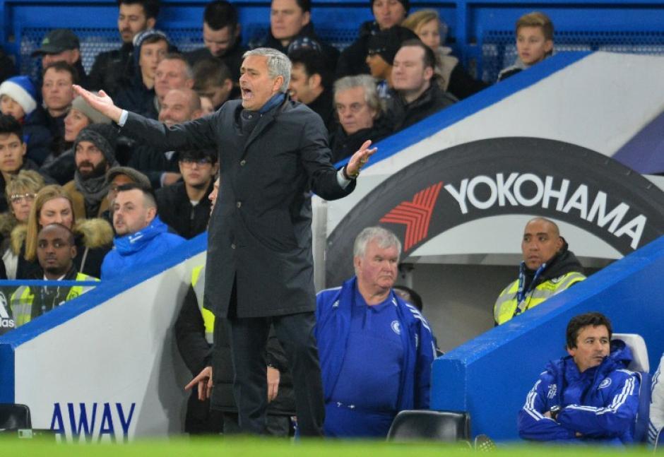 Mourinho apenas ha podido sumar 15 puntos en 15 fechas con el Chelsea. (Foto: AFP)