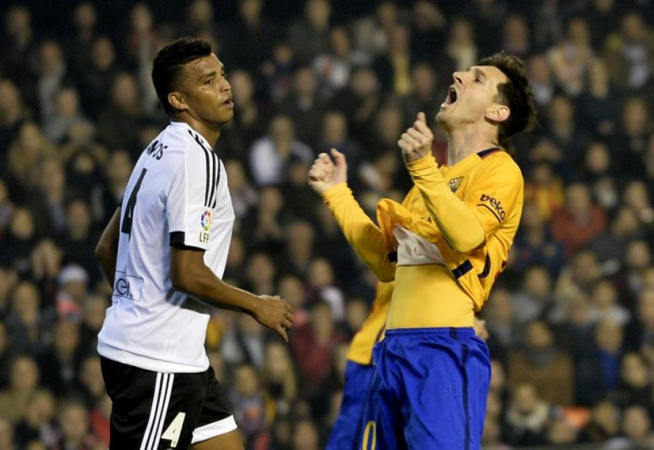 Messi sacó toda su furia al no poder anotar. (Foto: AFP)