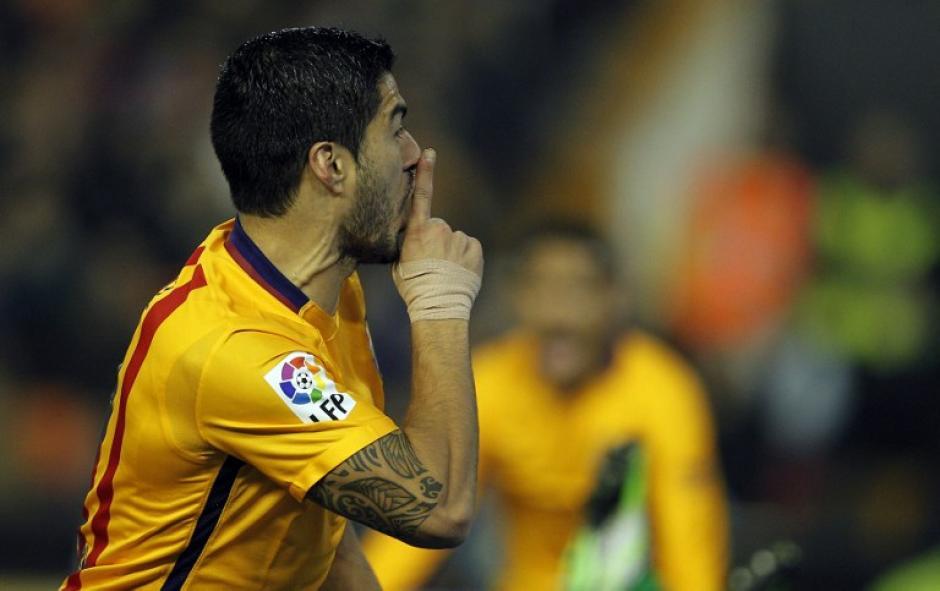 Luis Suárez anotó el único del del Barcelona en el Mestalla ante el Valencia. (Foto: AFP)
