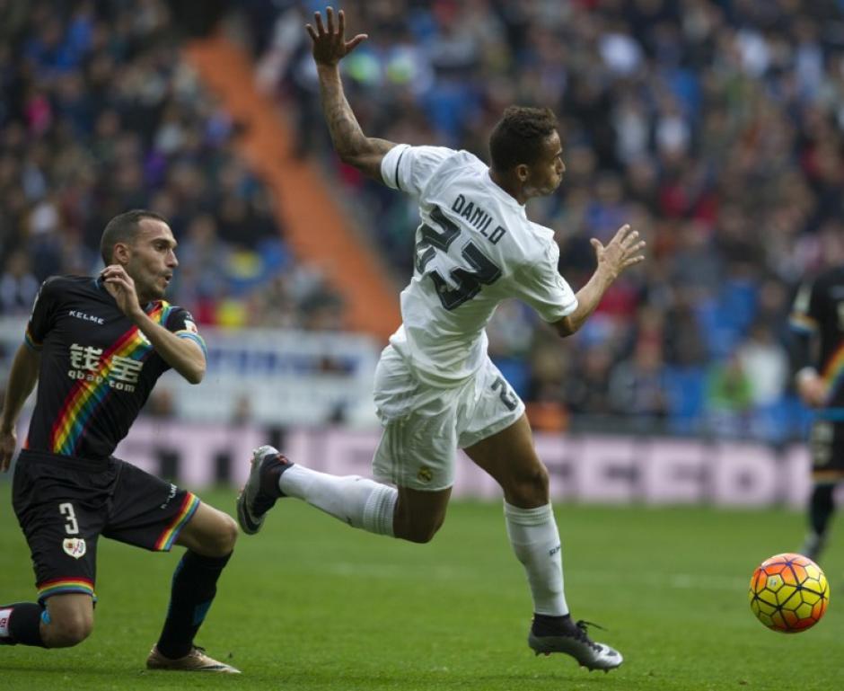 El jugador Danilo de los fichajes criticados, tuvo un buen partido y asistió goles en el Bernabéu. (Foto: AFP/Curto de la Torre)