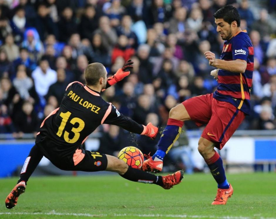 El portero del Espanyol, Pau López estuvo atento a los ataques de los delanteros del Barcelona. (Foto:AFP/ PAU BARRENA)