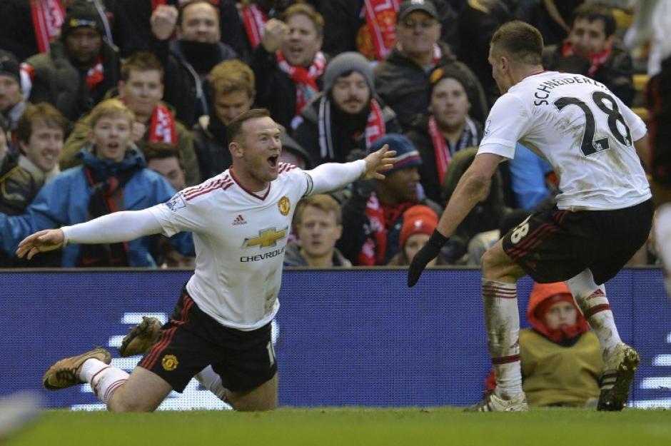 Wayne Rooney anotó el único gol del clásico entre el Manchester United y el Liverpool