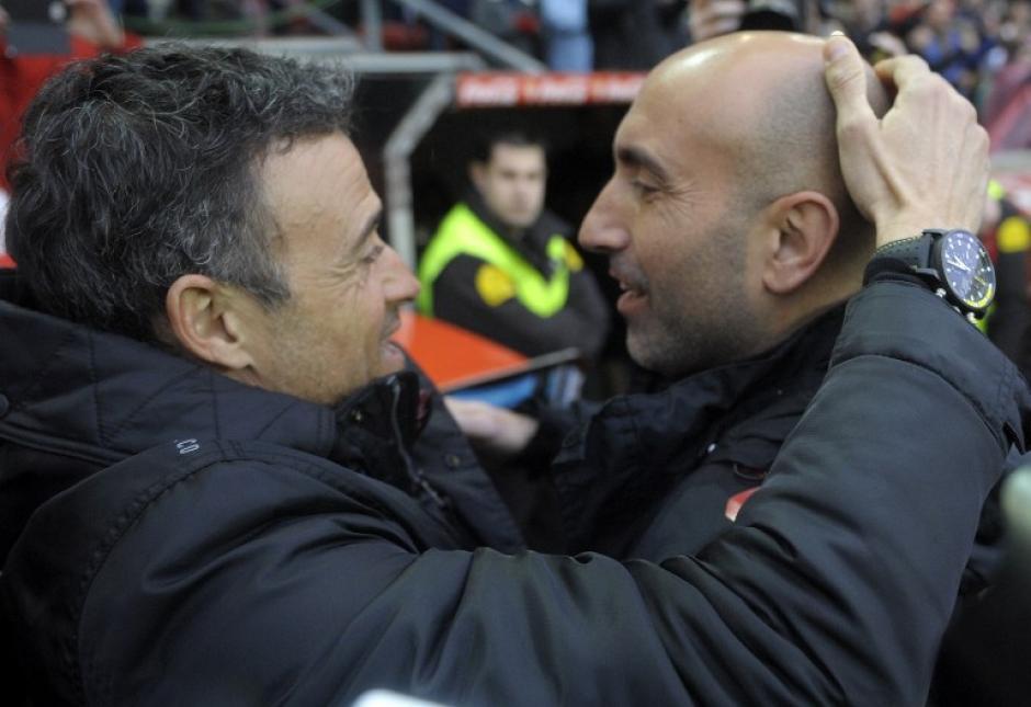 Luis Enrique retornó a la que fue su casa y saludó al técnico del Sporting Abelardo. (Foto: AFP)