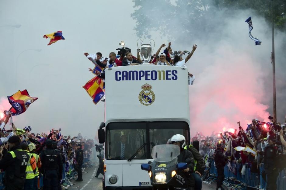El Real Madrid llegó a la Plaza de Cibeles a festejar con sus seguidores. (Foto: AFP)
