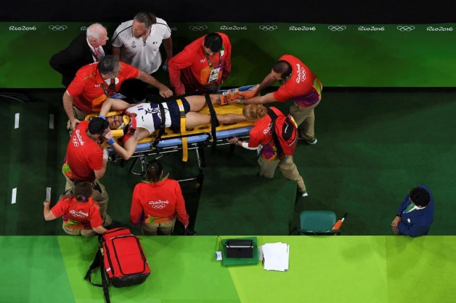 Así sacó el equipo médico a Samir Ait Said (AFP)