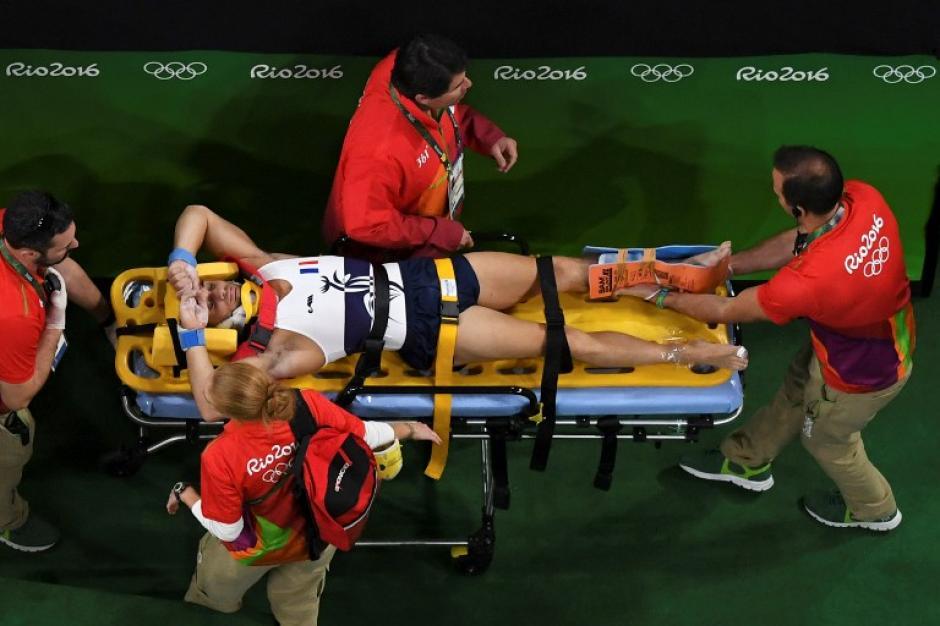 El gimnasta fue trasladado a un hospital (AFP)