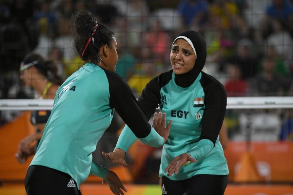 Nada Meawad y Doaa Elghobashy. (Foto: AFP)