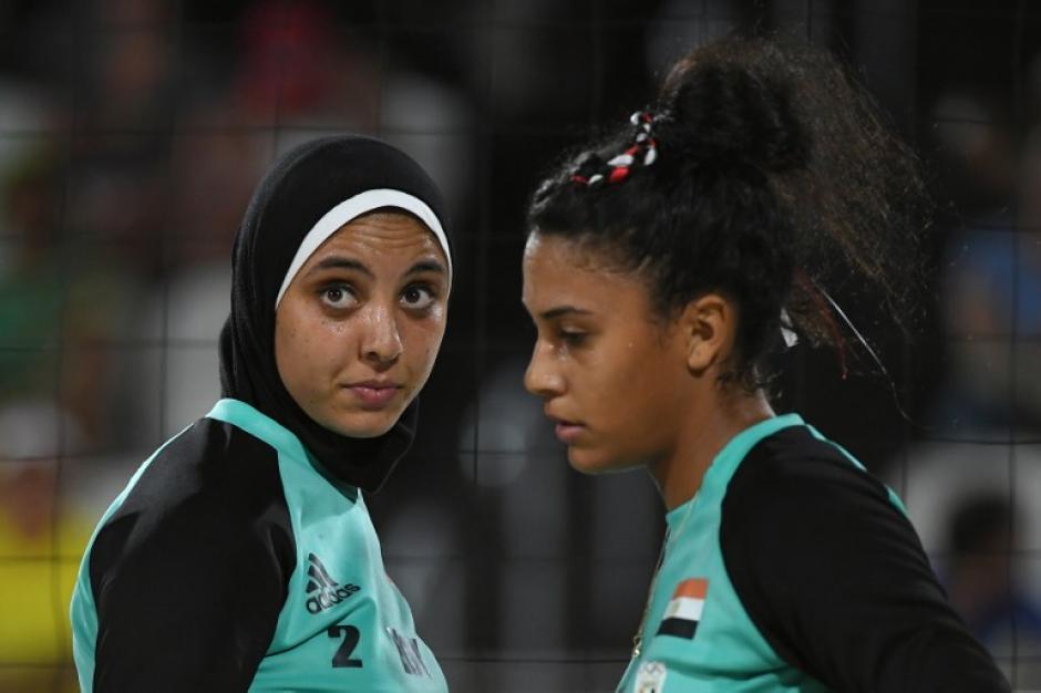 La compañera de Doaa no quiso utilizar el velo. (AFP)