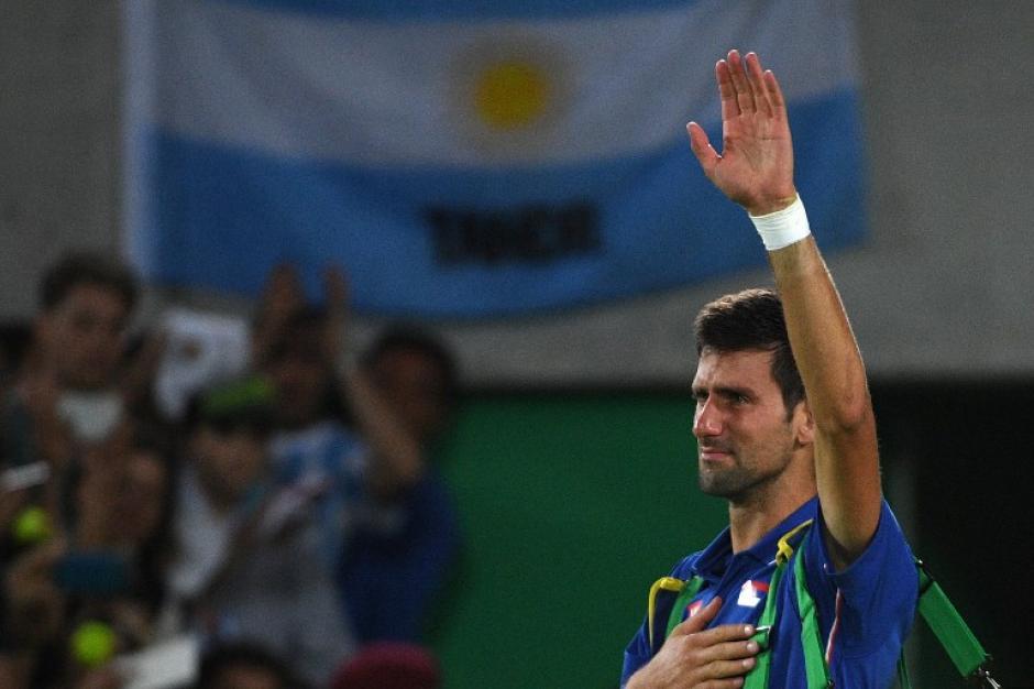 El serbio se disculpó con su afición. (AFP)