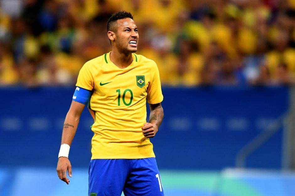 A Neymar no le están saliendo las cosas. (AFP)