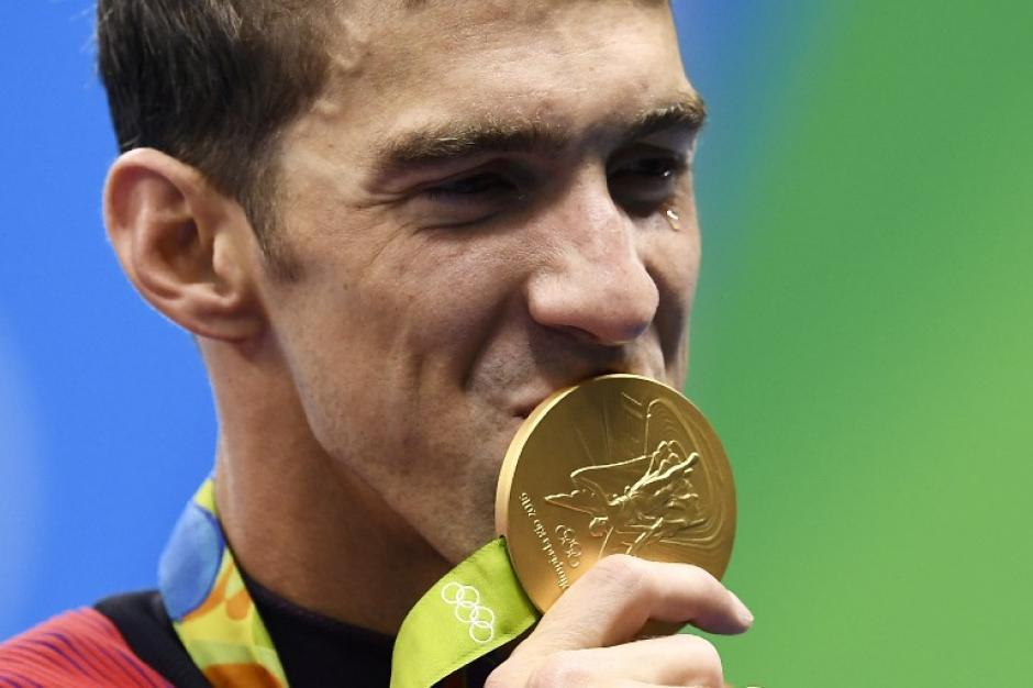 Phelps mostró especial felicidad por esta medalla. (AFP)