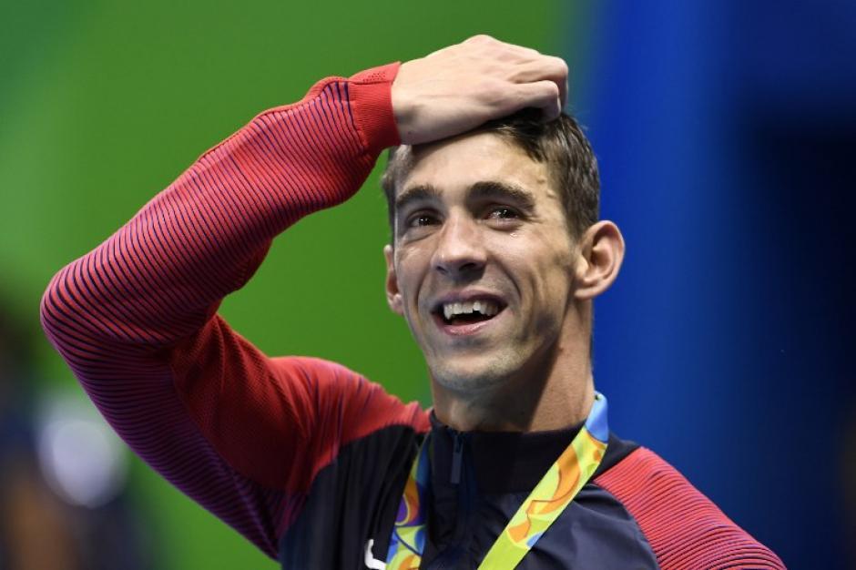 Michael Phelps ganó su medalla de oro número 19. (AFP)