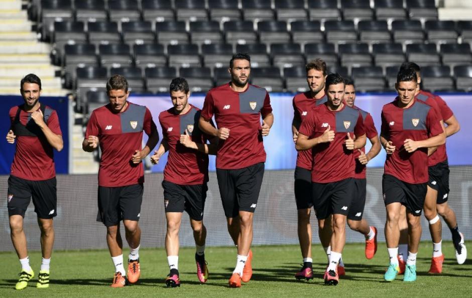 El Sevilla también se preparó ya en el estadio. (Foto: AFP)