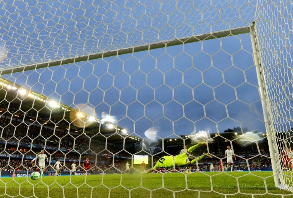Kiko Casilla no pudo hacer nada en el gol. (AFP)