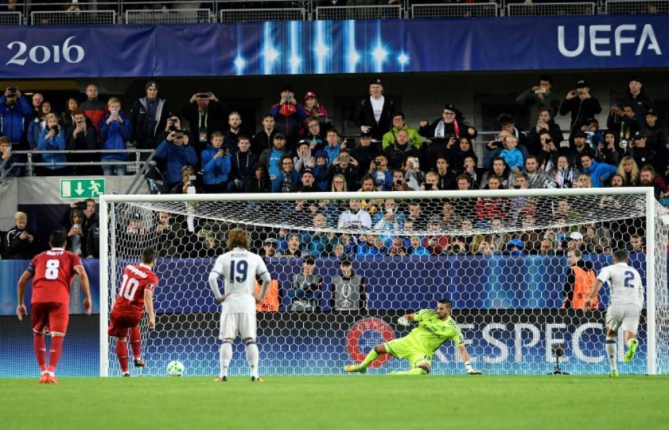 Así marcó Konoplyanka el penal. (AFP)